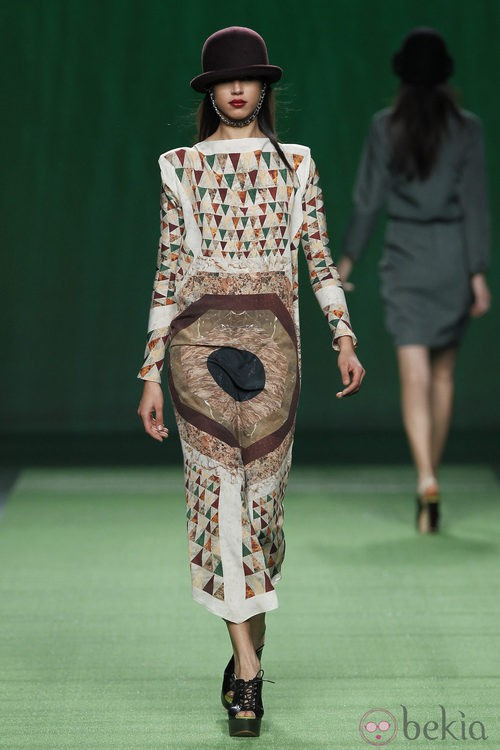 Vestido largo estampado de Martin Lamothe en la Fashion Week Madrid