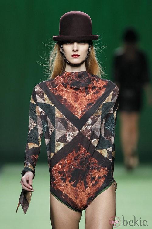 Body con estampado geométrico de Martin Lamothe en la Fashion Week Madrid