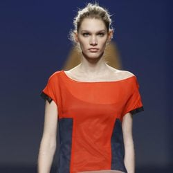 Vestido estampado tricolor de Sita Murt en la Fashion Week Madrid