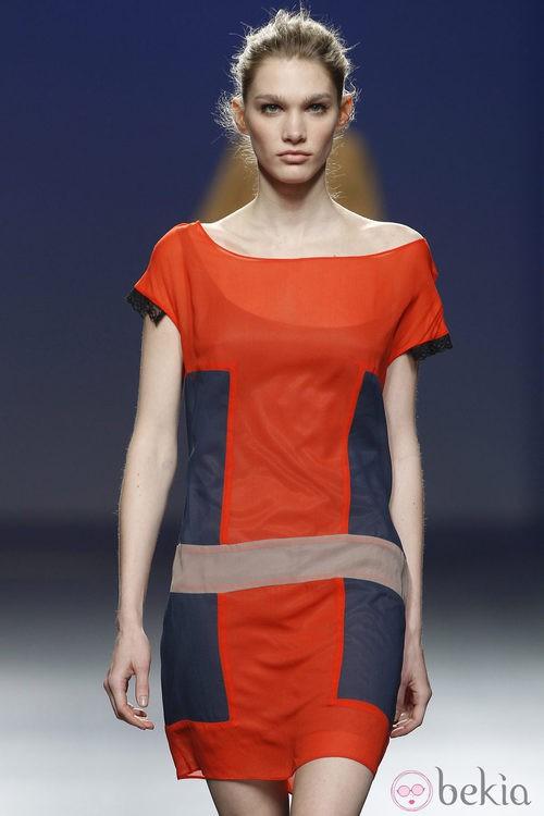 Vestido estampado tricolor de Sita Murt en la Fashion Week Madrid
