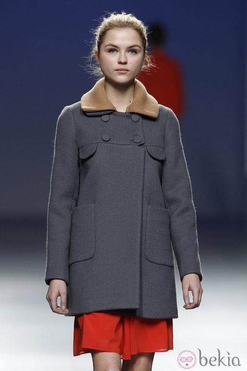 Abrigo azul marino de Sita Murt en la Fashion Week Madrid