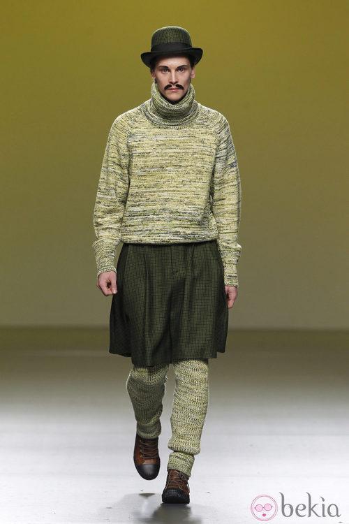 Conjunto verde de punto con falda de Carlos Díez en la Fashion Week Madrid