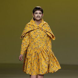 Vestido camisero amarillo de Carlos Díez en la Fashion Week Madrid