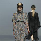 Vestido largo con estampado de monedas de Carlos Díez en la Fashion Week Madrid