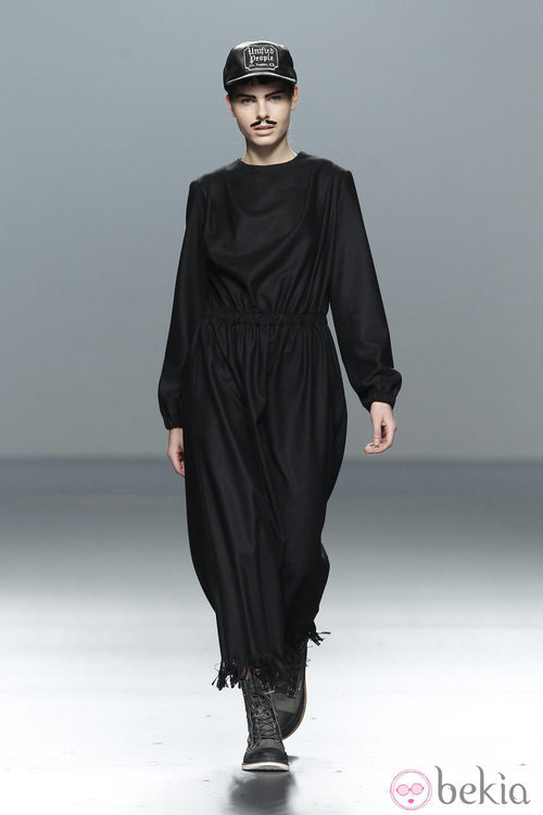 Mono negro de manga larga de Carlos Díez en la Fashion Week Madrid