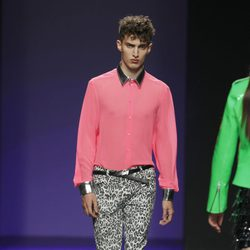 Camisa fucsia de María Escoté en Fashion Week Madrid