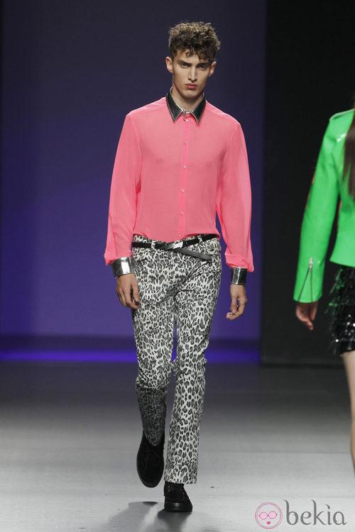 Camisa fucsia de María Escoté en Fashion Week Madrid