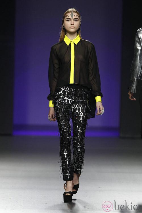 Camisa transparente negra y amarilla de María Escoté en Fashion Week Madrid