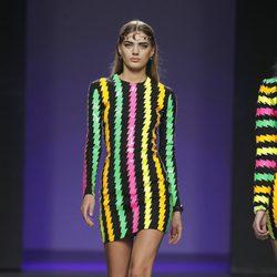 Vestido de rayas de colores de la colección otoño/invierno 2012/2013 de María Escoté