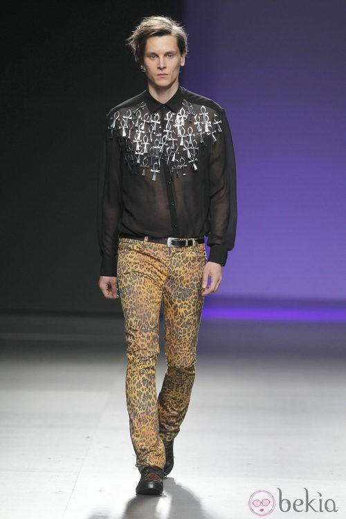 Pantalones de leopardo de María Escoté en Fashion Week Madrid