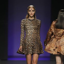 Vestido de leopardo de María Escoté en Madrid Fashion Week