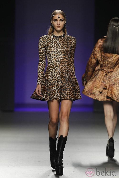 Vestido de leopardo de María Escoté en Madrid Fashion Week