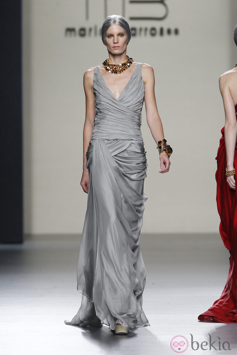 Vestido largo de noche en color gris perla de mar a barros for Color gris perla