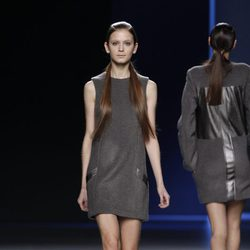 Mini vestido de tirantes de Sara Coleman en Madrid Fashion Week