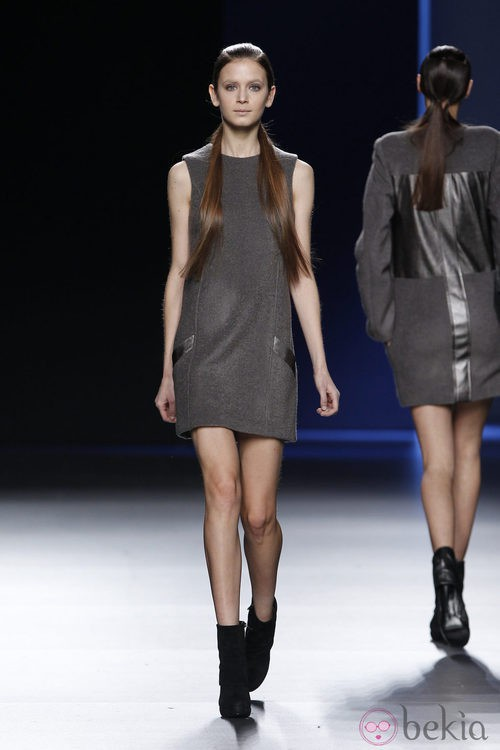 Mini vestido de tirantes de Sara Coleman en Madrid Fashion Week