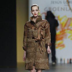 Abrigo marrón de la colección otoño/invierno 2012/2013 de Jesús Lorenzo