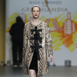 Abrigo de estampado pitón de Jesús Lorenzo en Fashion Week Madrid