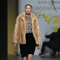 Abrigo camel y camisa de cuadros de Jesús Lorenzo en Fashion Week Madrid