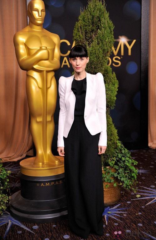 Rooney Mara con blazer de Thierry Mugler y jumpsuit de Asos