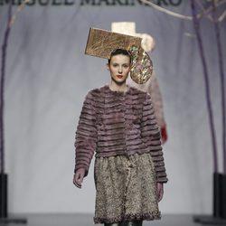 Abrigo de pelo morado de la colección otoño/invierno 2012/2013 de Miguel Marinero