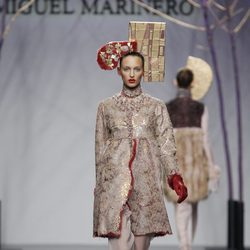 Abrigo de piel nude de Miguel Marinero en la Fashion Week Madrid