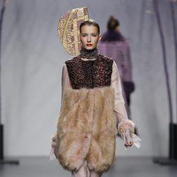Abrigo de pelo de la colección otoño/invierno 2012/2013 de Miguel Marinero