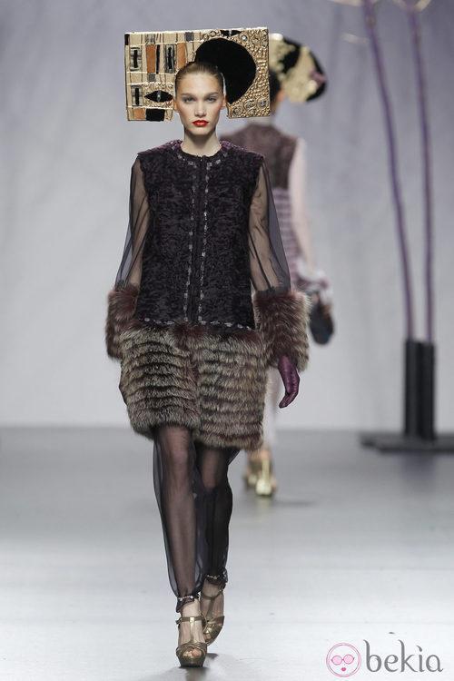 Vestido de pelo con transparencias de Miguel Marinero en Fashion Week Madrid