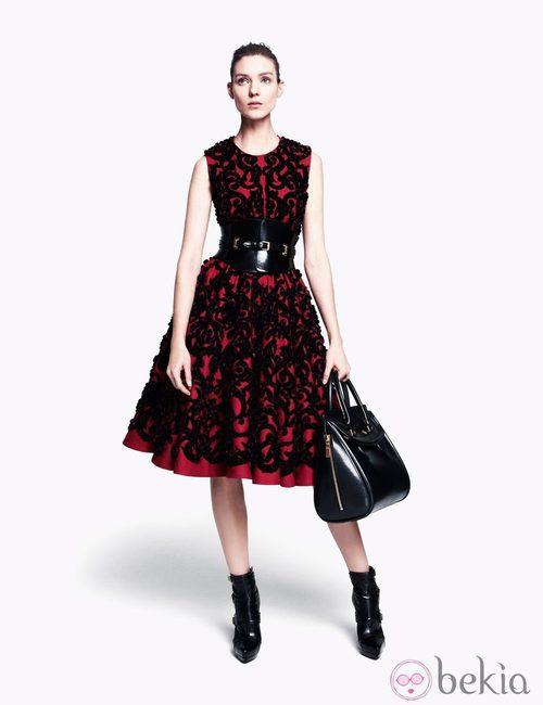 Vestido cubierto de brocado negro de la colección pre-fall 2012 de Alexander McQueen