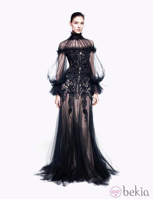 Vestido negro de tul transparente de la colección pre-fall 2012 de Alexander McQueen