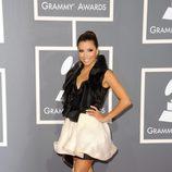 Eva Longoria vestida de Ashi en la alfombra roja de los Grammy 2011