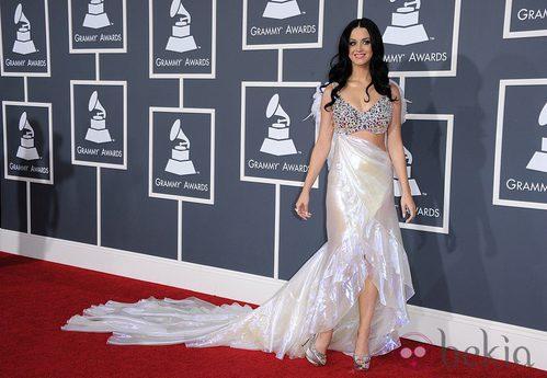 Katy Perry lució un vestido de Giorgio Armani en los Grammy 2011