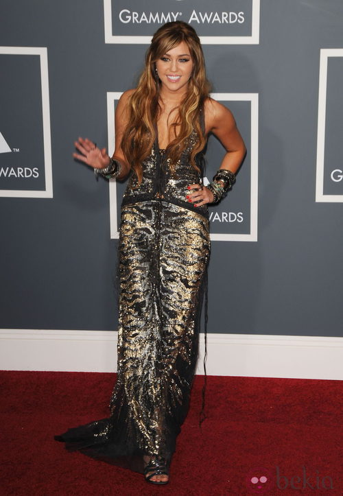 Miley Cyrus con un vestido de Roberto Cavalli en los Grammy 2011