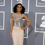 Kelly Rowland con un vestido Alberta Ferretti en los Grammy 2012