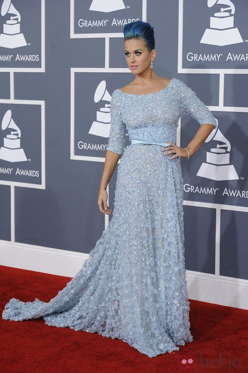 Katy Perry con un vestido azul de Elie Saab en los Grammy 2012