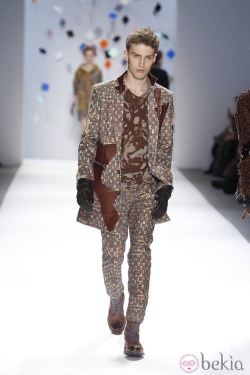 Conjunto de estampado marrón de Custo Barcelona en la Semana de la Moda de Nueva York
