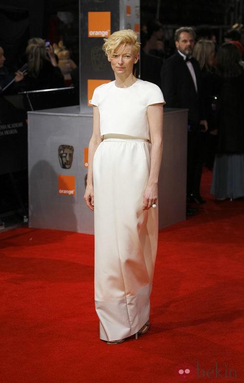 Tilda Swinton con un vestido de Céline en los Bafta 2012