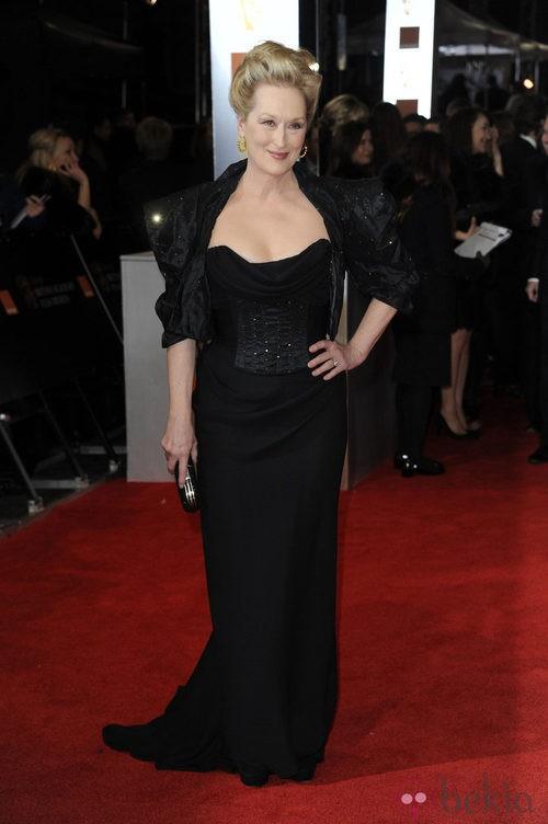 Meryl Streep en los Bafta 2012 con un vestido negro de Vivienne Westwood