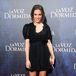 María León con minivestido y chaqueta de crochet en negro