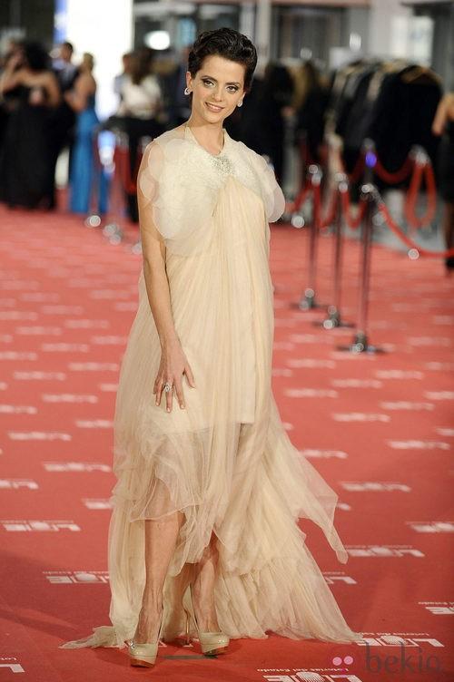 Macarena Gómez con vestido de Teresa Helbig en los Goya 2012