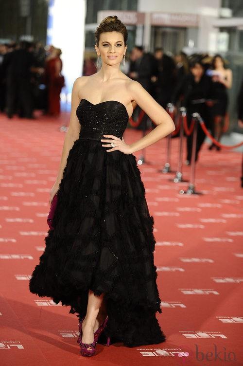 Norma Ruiz con vestido de Hannibal Laguna en los Goya 2012