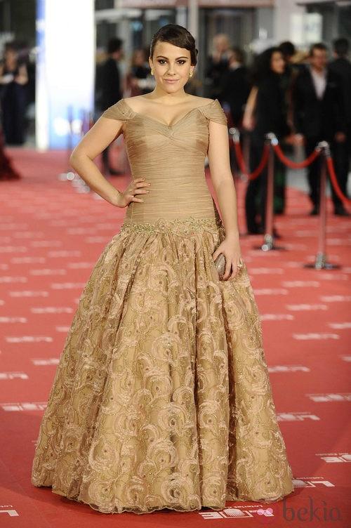 Alba García con vestido de Lorenzo Caprile en los Goya 2012