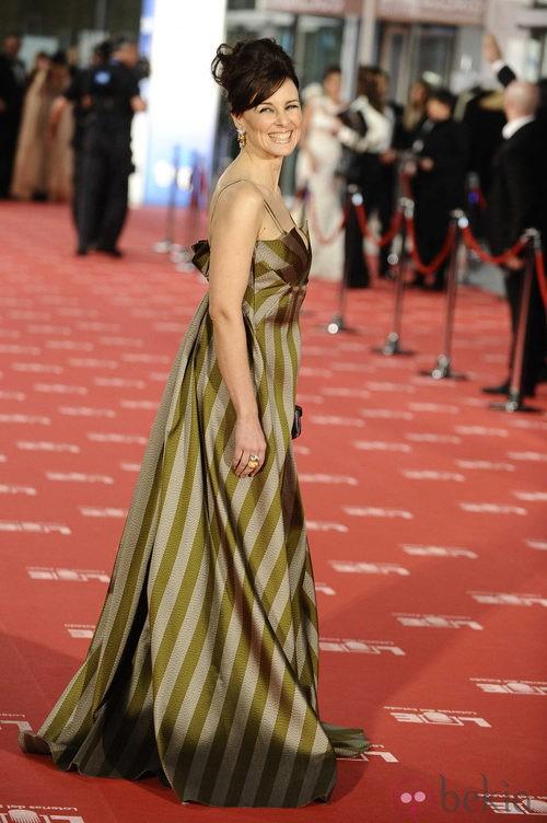 Silvia Marsó con vestido a rayas en los Goya 2012