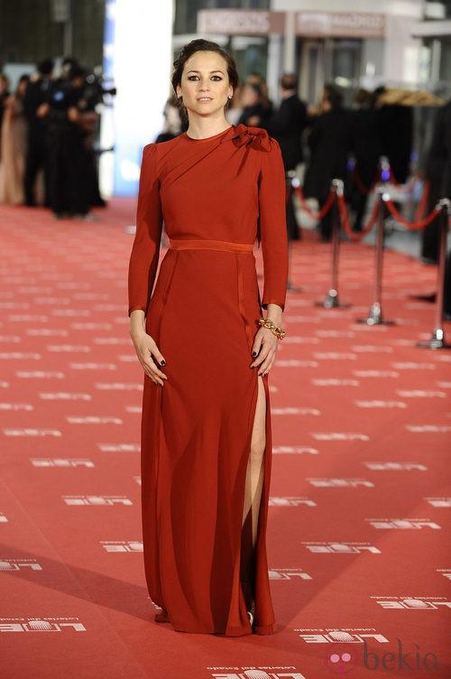 Leonor Watling con vestido de Miriam Ocariz en los Goya 2012