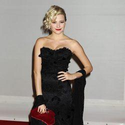 Pixie Lott con vestido negro en los Premios Brit 2012