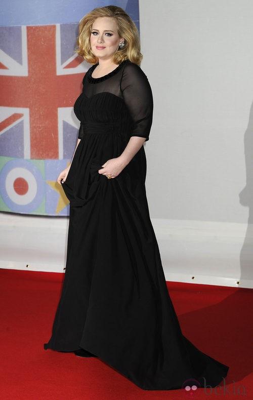 Adele con vestido de Burberry en los Premios Brit 2012