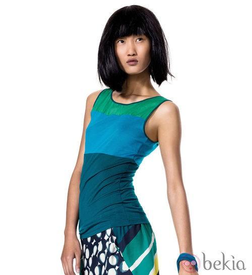 Camiseta azul y verde de la colección de primavera/verano 2012 de Benetton