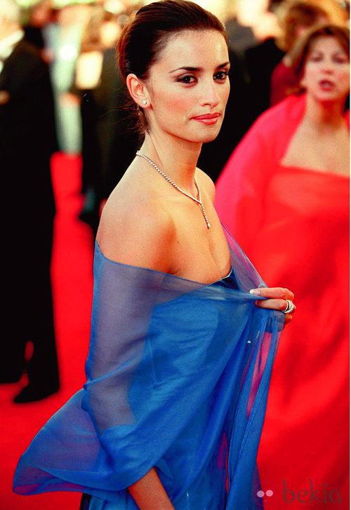 Penélope Cruz con vestido de Ralph Lauren en la gala de los Oscar del año 2000