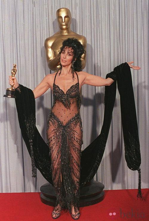 La cantante Cher en los Oscar de 1998