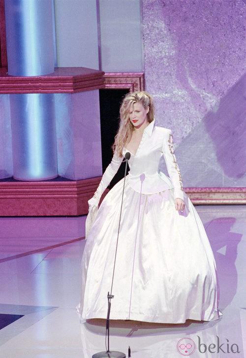 Kim Basinger en la gala de los oscar de 2001