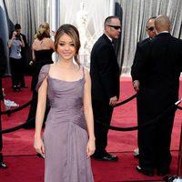Sarah Hyland deslumbró con un vestido de Alberta Ferretti en los Oscar de 2012